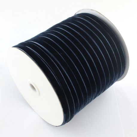 Vienpusė velvetinė juostelė skirta rankdarbiams, suvenyrams papuošalams gaminti. Tamsiai mėlynos spalvos, kaina - 0,4 Eur už 1 m