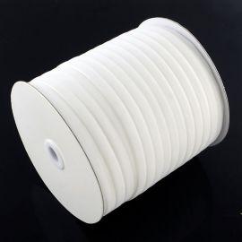Vienpusė velvetinė juostelė skirta rankdarbiams, suvenyrams papuošalams gaminti. Baltos spalvos, kaina - 0,25 Eur už 1 metras