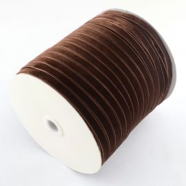 Vienpusė velvetinė juostelė skirta rankdarbiams, suvenyrams papuošalams gaminti. Rudos spalvos, kaina - 0,25 Eur už 1 metras
