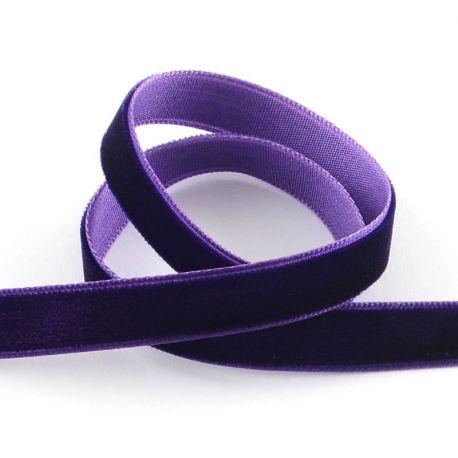 Vienpusė velvetinė juostelė skirta rankdarbiams, suvenyrams papuošalams gaminti. Violetinės spalvos, kaina - 0,3 Eur už 1 metras
