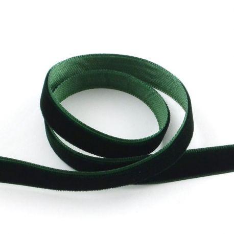 Vienpusė velvetinė juostelė skirta rankdarbiams, suvenyrams papuošalams gaminti. Tamsiai žalios spalvos, kaina - 0,3 Eur už 1 me
