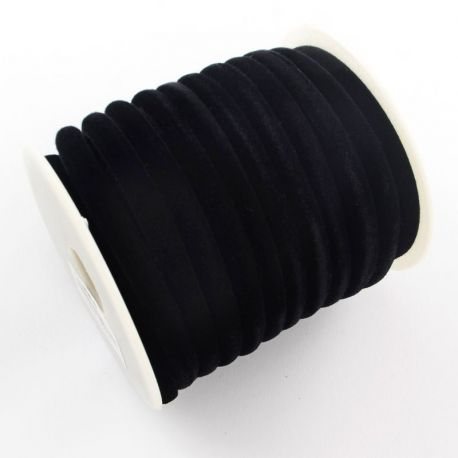 Zomšinė apvali tuščiavidurė virvutė skirta rankdarbiams, suvenyrams papuošalams gaminti. Juodos spalvos, kaina - 1,8 Eur už 1 me