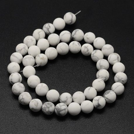 Natūralūs houlito karoliukai . Baltos-pilkos spalvos, apvalios formos, kaina - 7,5 Eur už 1 gija