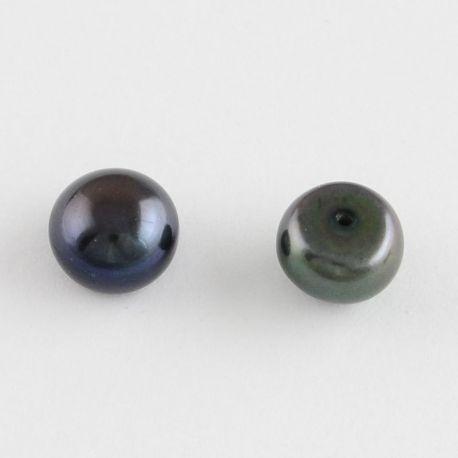 A klasės pusiau gręžti gėlavandeniai perlai . Juodos spalvos su mėlynai violetiniu atspalviu, pusiau apvalios formos, kaina - 2,