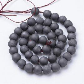 Agato druzy karoliukai . Tamsiai pilkos spalvos su blizgesiu, netaisyklingos apvalios formos, kaina - 7,5 Eur už 1 gija
