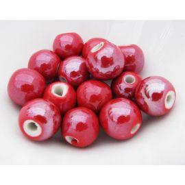 Rankų darbo keramikiniai karoliukai. Raudonos spalvos, netaisyklingos apvalios formos, kaina - 0,25 Eur už 1 vnt