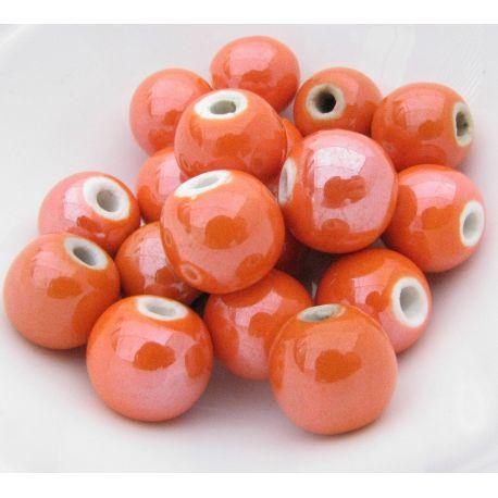 Rankų darbo keramikiniai karoliukai. Oranžinės spalvos, netaisyklingos apvalios formos, kaina - 0,25 Eur už 1 vnt