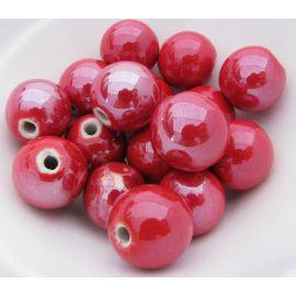 Rankų darbo keramikiniai karoliukai. Raudonos spalvos, netaisyklingos apvalios formos, kaina - 0,3 Eur už 1 vnt