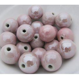 Rankų darbo keramikiniai karoliukai. Šviesiai rožinės spalvos, netaisyklingos apvalios formos, kaina - 0,3 Eur už 1 vnt