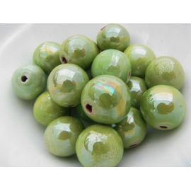 Rankų darbo keramikiniai karoliukai. Šviesiai žalios spalvos, netaisyklingos apvalios formos, kaina - 0,3 Eur už 1 vnt