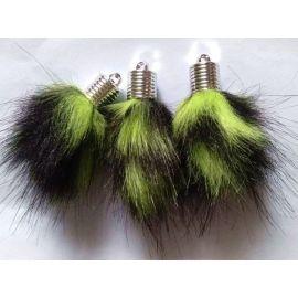 Dirbtinio plauko kailinis bumbulas. Žalios-juodos spalvos dydis 14 mm, ilgis 8 mm