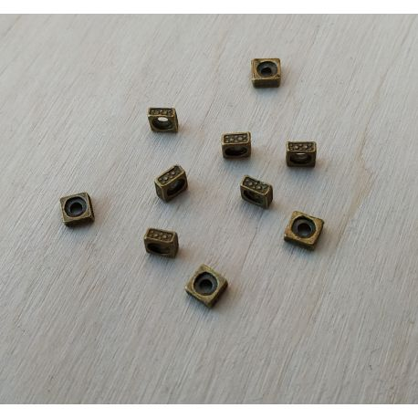 Intarpas. Sendintos bronzinės spalvos dydis 5x5x2 mm