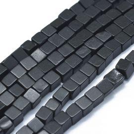 Natūralūs Juodojo akmens karoliukai. Juodos spalvos su pilkos spalvos juostelėmis dydis 3-4,5x3-4,5x3-4,5 mm