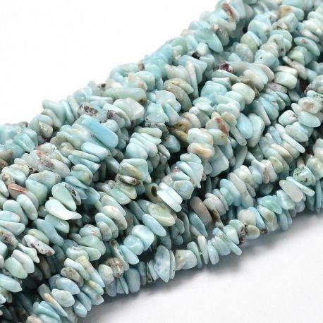 Natūrali Larimaro skalda. Žalsvai žydros-baltos spalvos su intarpais dydis 5-14x4-10 mm