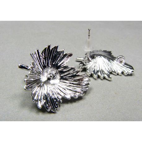 Kabliukai skirti auskarų gamybai, galima įklijuoti pusiau gręžtą perlą ar karoliuką, sidabro spalvos 22x19 mm