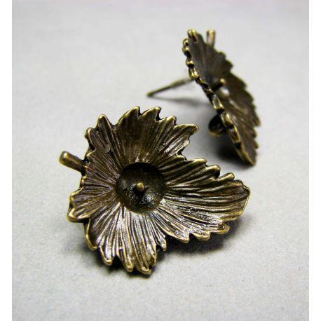 Kabliukai skirti auskarų gamybai, galima įklijuoti pusiau gręžtą perlą ar karoliuką, sendintos bronzinės spalvos 22x19 mm