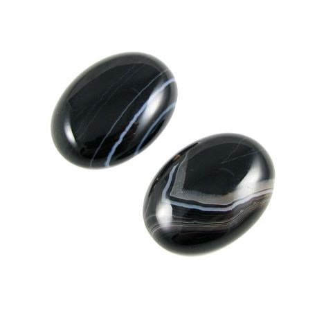Sardonikso akmeninis kabošonas, juodos spalvos su baltomis juostelėmis,ovalo formos, 30x22 mm