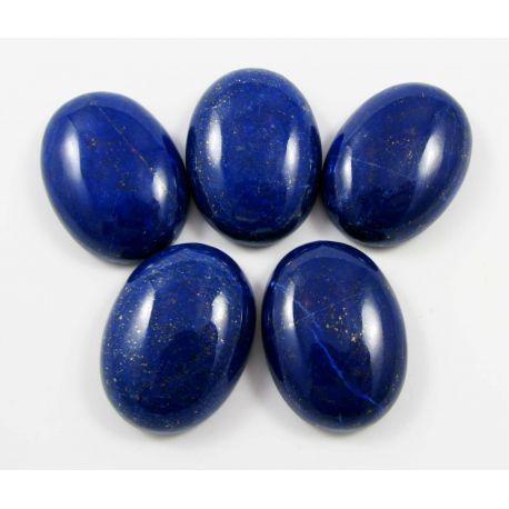 Lazurito kabošonai, nedažyti, ovalo formos, 30x22 mm mėlynos spalvos su Pirtio dulkėmis, kilmės šalis Afganistanas