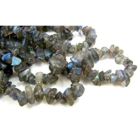 Natūralūs labradorito akmeniniai karoliukai, skalda 4,5-9 mm. pilkai mėlynos spalvos, 90cm ilgio