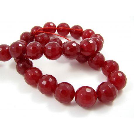 Nefrito akmeninių karoliukų gija, ryškiai raudonos spalvos briaunuoti , 128 briaunos, apvalios formos 12 mm