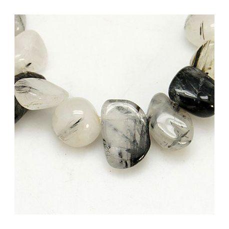 Rutilo kvarco karoliukų gija, baltos spalvos su juodos spalvos inkliuzais, netaisyklingos lašo formos 4-16x6-20x1-12 mm