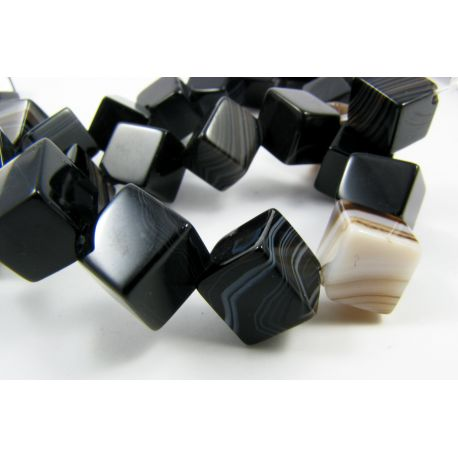 Agato karoliukai, juodos - baltos spalvos,margi, kubo formos, dydis 8x8 mm