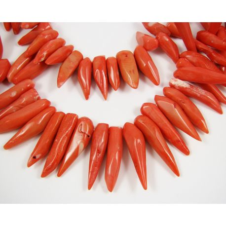 Koralo karoliukai, šviesiai oranžinės spalvos su rožiniu atspalviu, ilties formos, dydis ~40x10mm