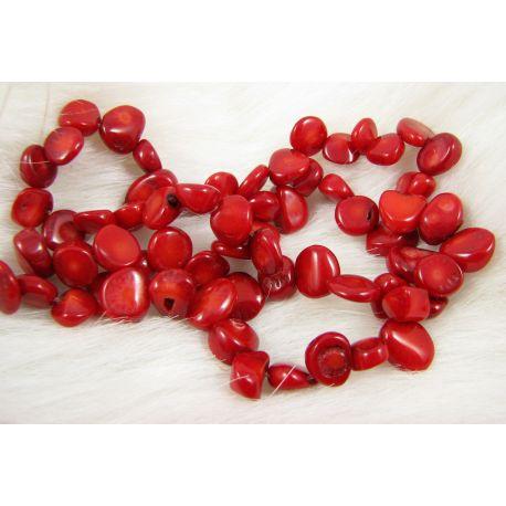 Koralo karoliukai - gija, ryškiai raudos spalvos, dažyti, netaisyklingos monetos formos, dydis ~12x10 mm