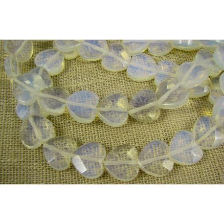 Opalito karoliukai baltos spalvos, briaunuoti, širdelės formos, 14 mm