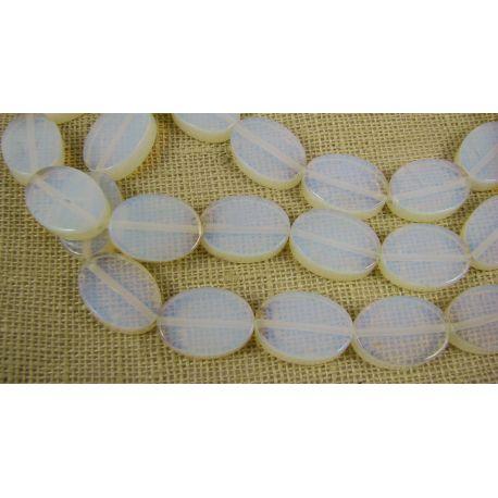 Opalito karoliukai baltos spalvos, skaidrūs, ovalo formos, 18x13 mm