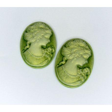 "Kamėja ""Damos portretas"" žalios spalvos ovalo formos 25x18 mm 1 vnt"