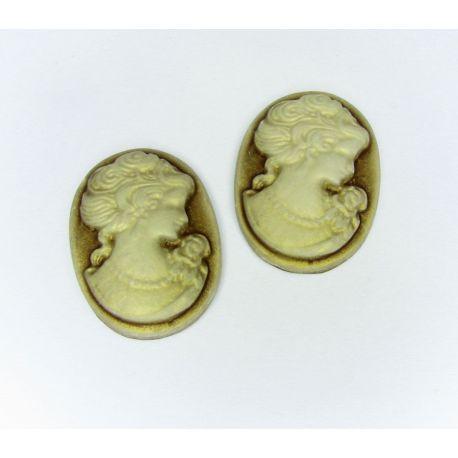 "Kamėja ""Damos portretas"" rusvos spalvos ovalo formos 25x18 mm 1 vnt"