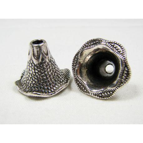 Kepurėlė skirta papuošalų gamybai sendintos sidabro spalvos 22x17 mm