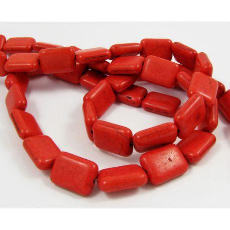 Sintetinio turkio karoliukų gija, raudonos spalvos, stačiamapio formos, dydis 20x13x6 mm
