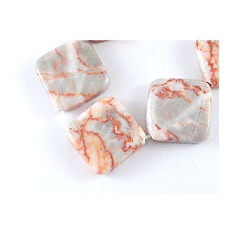Raudonojo jaspio akmens karoliukai, baltos – raudonos – pilkos spalvos, rombo formos, dydis apie 27x27x6 mm., 1 vnt.