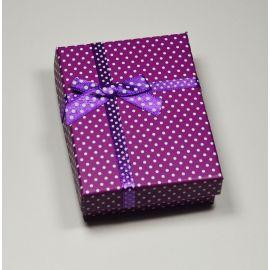 Dovanų dėžutė žiedui, sagei, pakabukui, kartoninė, violetinės spalvos su baltais taškiukais, 90x70 mm, 1 vnt.