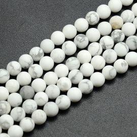 Matiniai houlito karoliukų gija, baltos spalvos spalvos, dydis 8 mm, gijoje apie 47 vnt.
