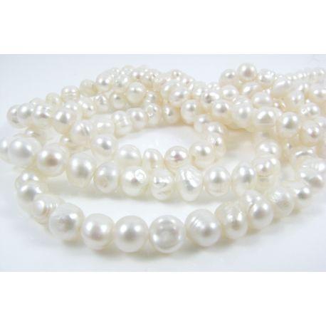 Gėlavandenių perlų gija, baltos spalvos, netaisyklingos apvalios formos 4-5 mm