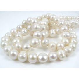 Gėlavandenių perlų gija, baltos spalvos, netaisyklingos apvalios formos 9-10 mm
