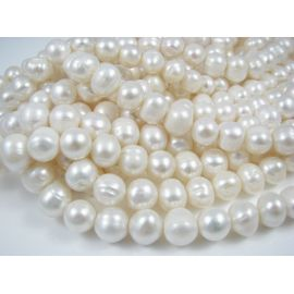 Gėlavandenių perlų gija, baltos spalvos, netaisyklingos apvalios formos 10-11 mm