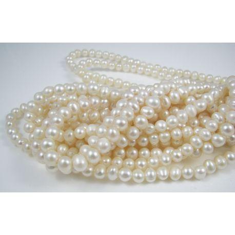 Gėlavandenių perlų gija, baltos spalvos, netaisyklingos apvalios formos 5-6 mm