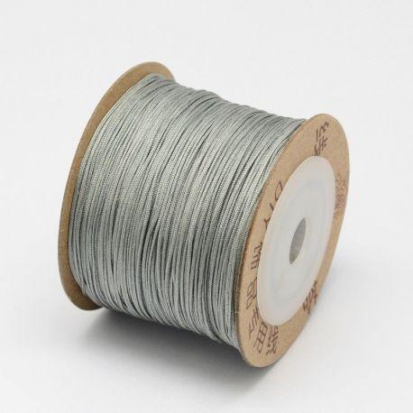 Sintetinis nailoninis siūlas virvutė skirta papuošalų, rankdarbių gamyboje, blizgi, pilkos spalvos 0.80 mm storio, 1 metras