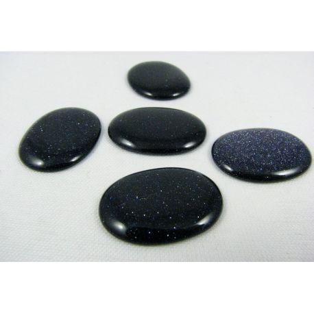 Saulės akmens kabošonas, tamsiai mėlynos spalvos, paviršius blizgus, ovalo formos, dydis 22x17x3 mm, 1 vnt