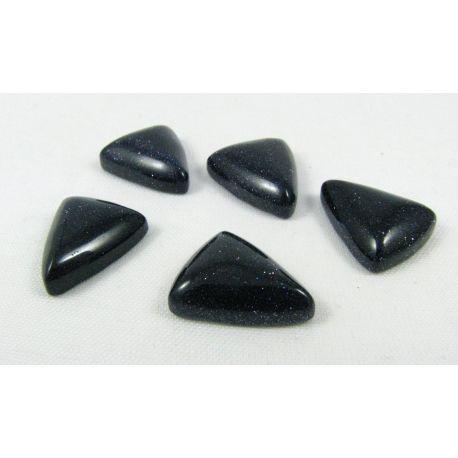 Saulės akmens kabošonas, tamsiai mėlynos spalvos, paviršius blizgus, trikampio formos, dydis 18x14x6 mm, 1 vnt