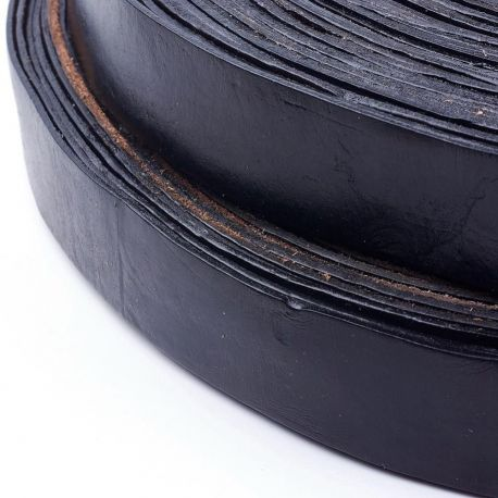 Natūralios odos diržas, juodos spalvos, vienpusos, storis apie 2 mm, plotis apie 35 mm, 1 metras