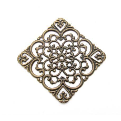 Ažūrinė plokštelė skirta papuošalų gamybai, dekoracijoms, papuošimams. Sendintos bronzinės spalvos, dydis 40x40 mm