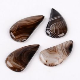 Natūralus Agato akmeninis pakabukas juodos - rudos spalvos margas lašo formos, 42x22x5 mm