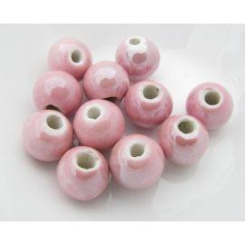 Rankų darbo keramikiniai karoliukai, vėriniams, papuošalams. Blizgios šviesiai rožinės spalvos, dydis 10 mm, kaina už 1 vnt.
