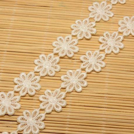 """Dekoratyvinė juostelė """"Gėlytės"""", baltos spalvos, 23 mm, 1 metras"""
