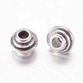 Priedai papuošalams skirti papuošalų, rankdarbių, suvenyrų gamyboje. Sendintos sidabro spalvos, rondelės formos, kaina - 0,1 Eu